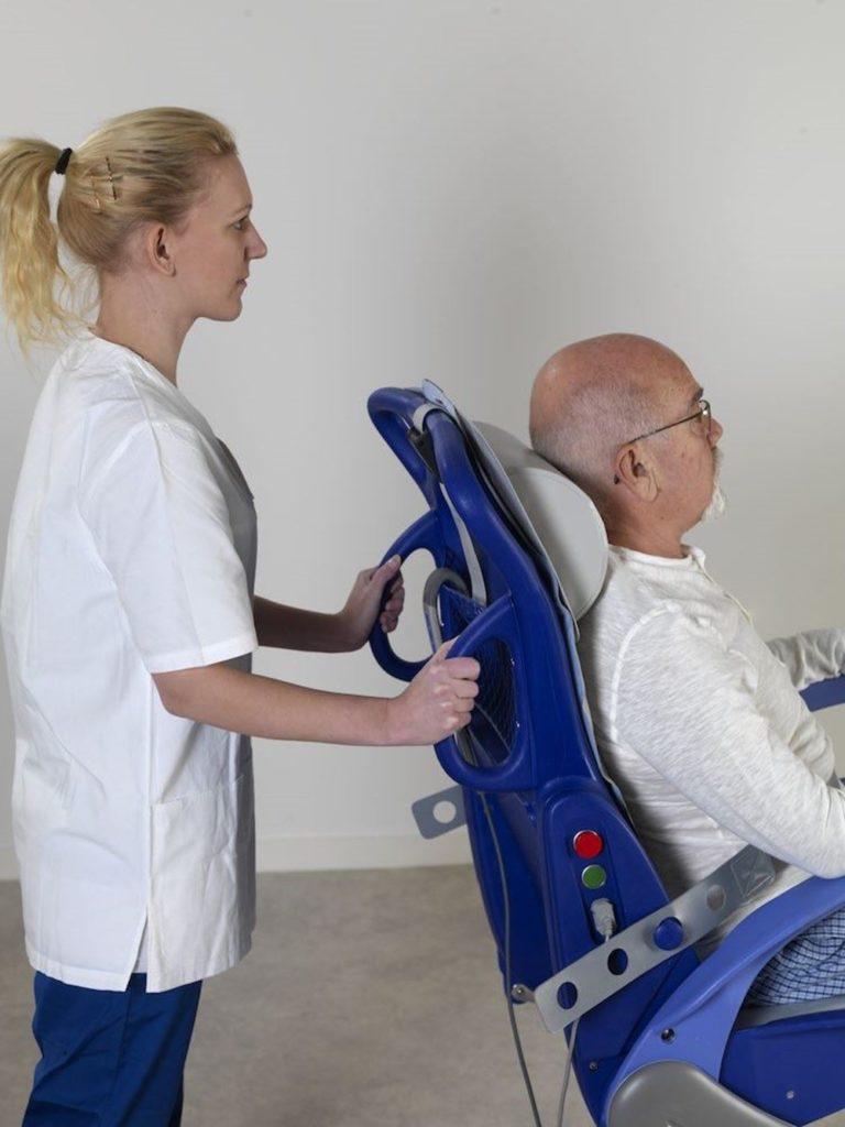 Carendo – Scaun multifunctional pentru igienizare pacienti